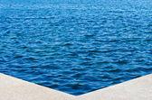 Esquina de la piscina natural al aire libre — Foto de Stock