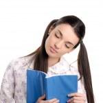 zmęczona kobieta zasypia, czytanie — Zdjęcie stockowe
