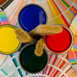 Paint samples and cans. — 图库照片