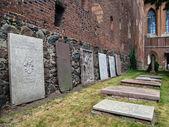 Lápidas en malbork, polonia — Foto de Stock