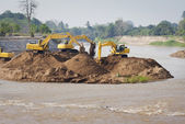 Excavator machine group works at river — Stockfoto
