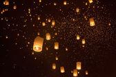Floating asian lanterns — Stock Photo