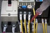 Kontrollera elektriska komponenter — Stockfoto