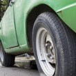 Flat tire of old car — Stockfoto