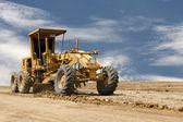 Motoniveladora trabajando en la construcción de carreteras — Foto de Stock