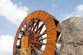 Water wheel turbine. The use falling water to create power . — Stok fotoğraf