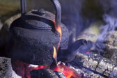 Old kettle on the fire at an outdoor campsite. — Stock Photo