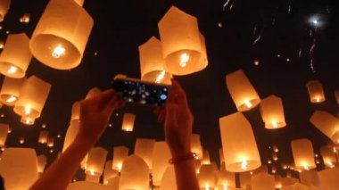 Floating asian lanterns in ChiangMai ,Thailand — Stock Video