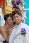 Couple Chinese girls posing in a wedding dress — Stock Photo