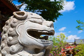 китайский древней лев голова статуи — Стоковое фото