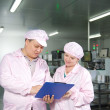 Customer check order in Chinese factory — Stock Photo