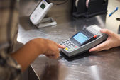 Woman hand push pin code on credit card terminal for pay — Stock Photo