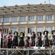 Groupe Folklorique Alsacien d'Obermodern shows traditional clothes of Alsace region to tourists on August 22, 2010 in Strasbourg — Stock Photo