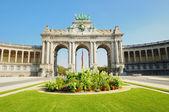 Triumph Arch in Cinquantennaire Parc in Brussels , Belgium — Stock Photo