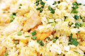 Thai straat voedsel - gemengd rijst, garnalen, kip en groenten — Stockfoto