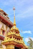 Hermosa entrada en templo budista de tailandia — Foto de Stock