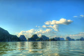 Backlit remote islands in Thailand in blue mist — 图库照片