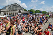 """About 30000 of Participants of different ages waiting for Start of 30th """"20 km de Bruxelles"""" Marathon — Stockfoto"""
