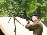 Unidentified officer demonstrates historical weapon during National Day of Belgium — Stock Photo