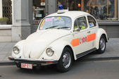 Old Pompiers et Ambulances car exposed on the street in evening of National Day of Belgium — Stock Photo