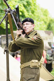 Unidentified soldier shows vintage weapon during National Day of Belgium — Stock Photo