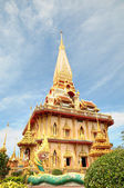 Buddhistiska tempel i thailand phuket island — Stockfoto