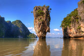 James bond island in Thailand with reflection in water — Stock Photo