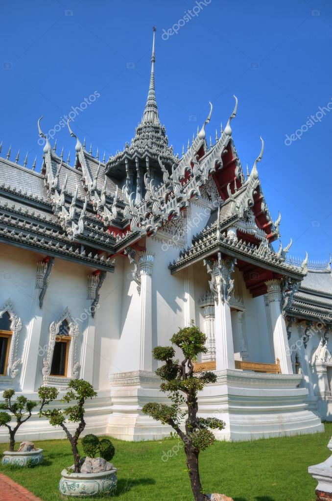Buddhist temple in Thailand — Stock Photo #12286933