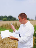 Scientist in the field collects samples for experiments — Stock Photo