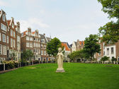 Historical area in center of Amsterdam, Netherlands with medieval houses and a parc — Stok fotoğraf