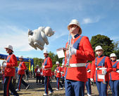 BRUSSELS, BELGIUM-SEPTEMBER 8: Showkorps Juliana orchestra leaving Place des Palais for defile in Balloons Day Parade on September 8, 2012 in Brussels. — Stock Photo