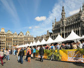 BRUSSELS, BELGIUM-SEPTEMBER 1: Thousands of tourists were attracted to Grand Place by Belgian Beer Weekend started on September 1, 2012 in Brussels. — Stock Photo