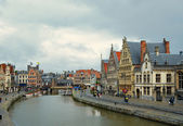 GHENT, BELGIUM-JULY 23: Bad weather does not stop tourists and related businesses on July 23, 2008 in Ghent. Main attraction of Graslei harbor are preserved building — Stock Photo