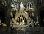 Katolik Kilisesi'nin akşam yıldırım, İtalya — Stok fotoğraf