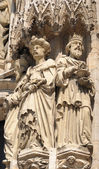 Realistic gothic statues of personages from Bible on exterior walls of Cathedral of St. Michael and St. Gudula in Brussels — Stock Photo