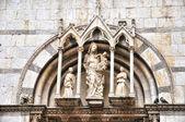 Girdiyle gotik katolik kilisesinde pisa, i̇talya — Stok fotoğraf