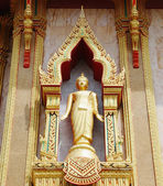 Statue on the wall of Buddhist temple in Thailand island Phuket — Stock Photo