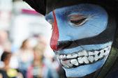 брюссель, бельгия май 19: неизвестный участник демонстрирует мистический макияж во время парада zinneke 19 мая 2012 года в брюсселе. — Стоковое фото