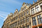 文艺复兴时期的历史建筑在布鲁塞尔的大广场上的正面 — 图库照片