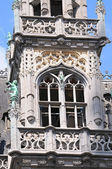 Neogothic tower facade of historical building on Grand Place in Brussels — Stock Photo