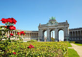 Triumph Arch in Cinquantennaire Parc in Brussels — Stock Photo