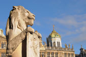 Statue of lion on Grand Place — Stock Photo