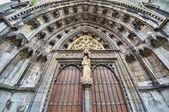 Notre-dame collegiate kilisesi girişine dinant, belçika — Stok fotoğraf