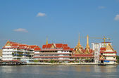 Traditional river-side architecture of Bangkok — Stock Photo