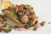 Chinese tea with rose buds — Stock Photo
