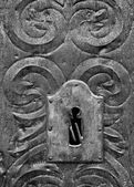 Key hole in medieval metal door — Foto Stock