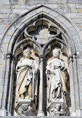 Medieval statues on the wall of Ypres Cloth Hall — Stock Photo