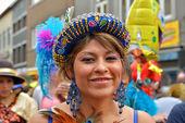 Członek zespołu boliwijski uczestniczy w carnaval w halle — Zdjęcie stockowe