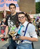Unknown young participants distribute gifts during yearly Halle Carnival. Belgium — Stock Photo