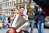 Urban performers participate in activities on Grand Place — Stock Photo